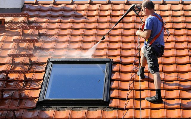 Roof cleaning cost