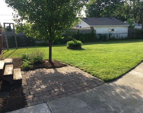 Weeding, mulch and full lawn service